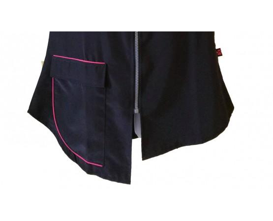 dettaglio tasca gilet con bordi rosa