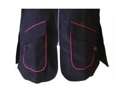 dettaglio tasca camice con scollo coreano rifinitura rosa